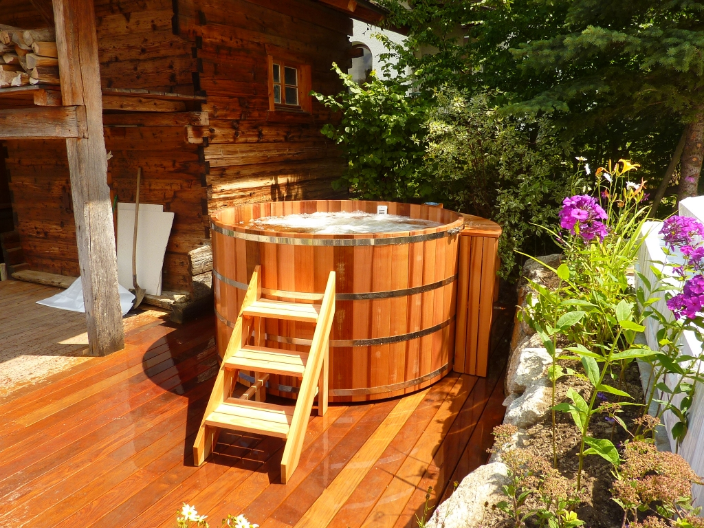 wooden hot tub made in red cedar manufactured in france o. Black Bedroom Furniture Sets. Home Design Ideas